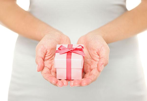 Как взять в руки подарок 736