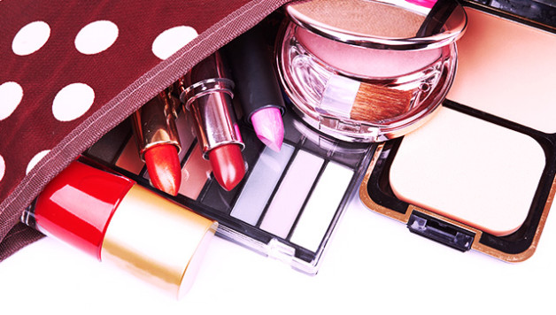 How to Pack Your Travel Makeup Kit Like a Pro