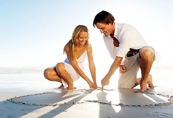 Honeymoon Packing List for Beach Getaways