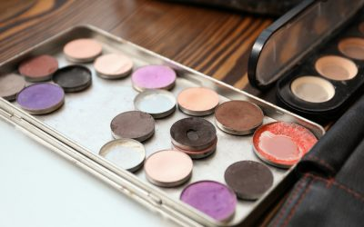 How to Make a Travel-Size DIY Makeup Palette