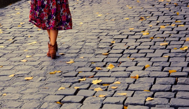 Walking In Heels Instruction Guide For Italy S Cobblestones