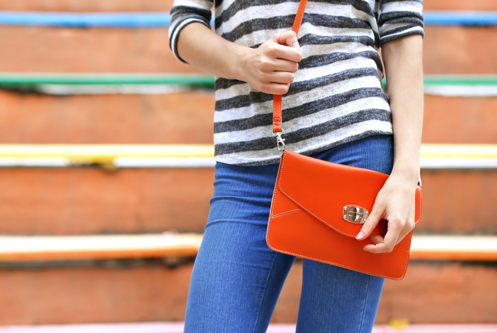 6 Purse Essentials Every Woman Should Bring on Summer Vacation