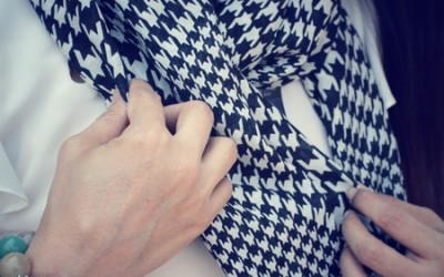 Everyone Loves a Circle Scarf for Travel – Find Out Why