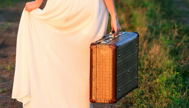 What to Pack for a Destination Wedding: 4 Tips for Guests