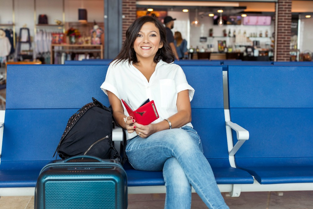 Best Airplane Outfit Ideas: 12 Chic (And Cozy!) Jetsetter Looks