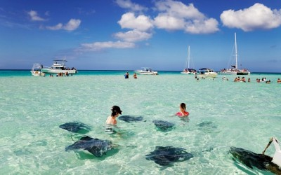 What to Wear in Grand Cayman in Fall and Winter: Tips for Couples and Families