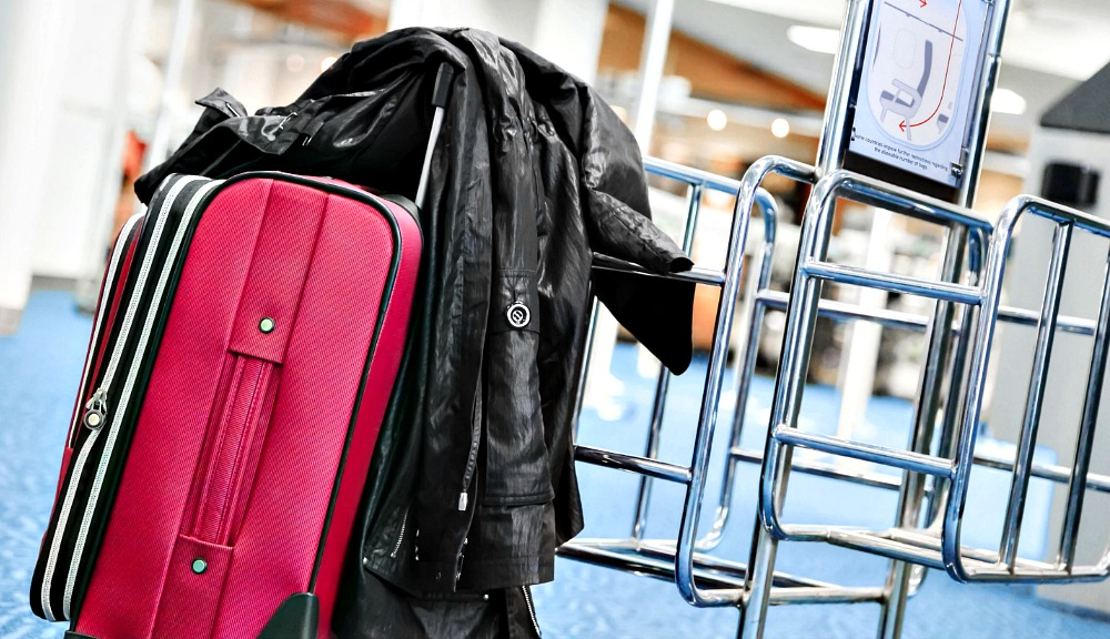 How to Pack in 5kg? An Easy Packing Hack to Travel Carryon Only (Video)
