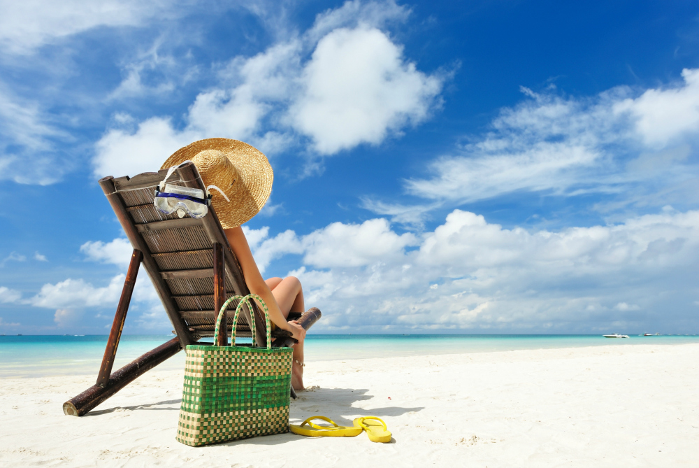 How to Protect Your Belongings When Going to the Beach Alone